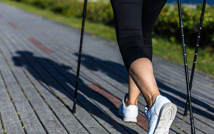 Mit Nordic Walking abnehmen: Wie effektiv ist der Sport? Worauf solltest Du achten?