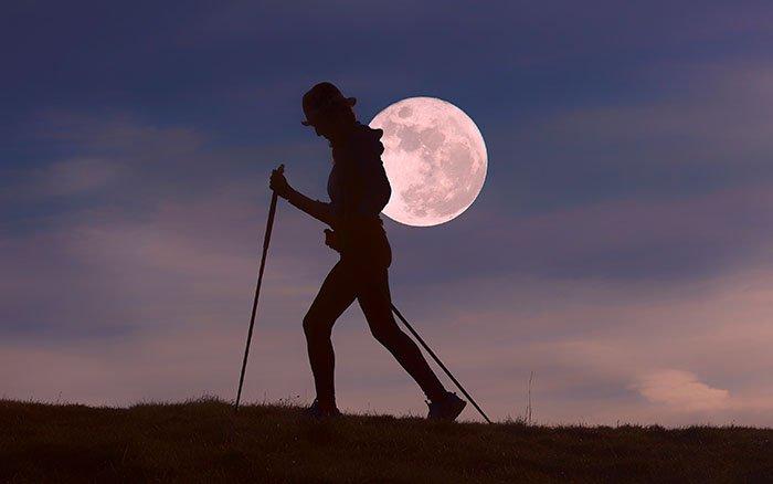 Nordic Walking im Dunkeln: 9 Tipps, mit denen Du sicher ans Ziel kommst