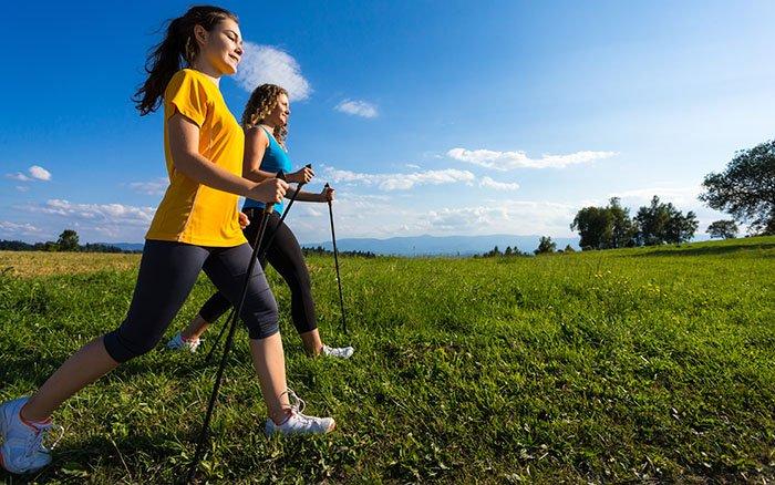 Was ist der Unterschied zwischen Walking und Nordic Walking?