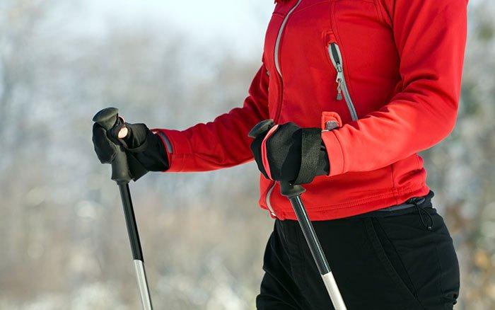 Nordic Walking Handschuhe: Sinnvolles Zubehör bei eisiger Kälte