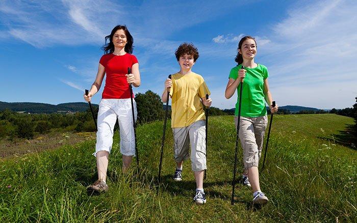 Nordic Walking für Kinder: Ab wann? Worauf sollte man achten?