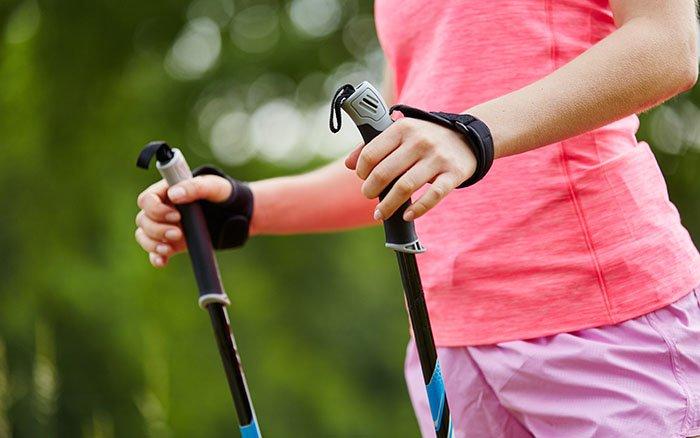 Verstellbare Teleskopstöcke: Vor- & Nachteile beim Nordic Walking